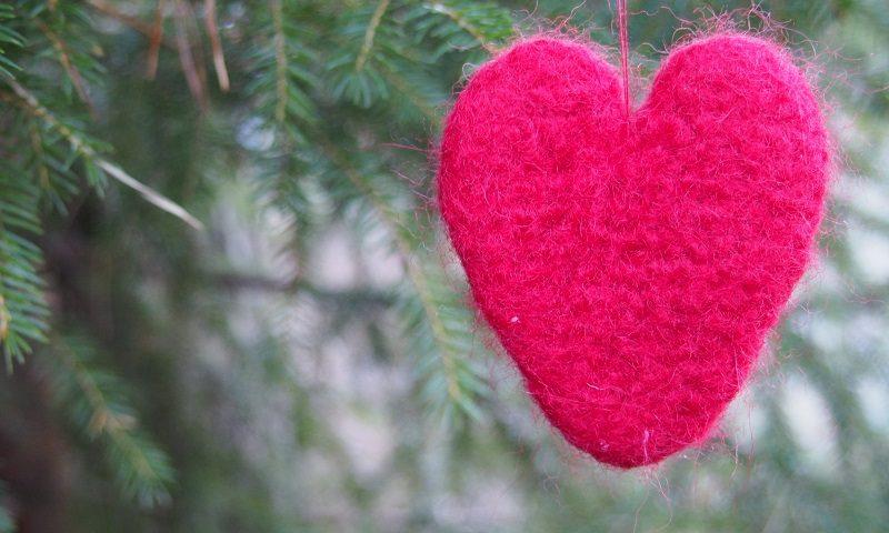 pc107658-punainen-huovutettu-sydan-pien